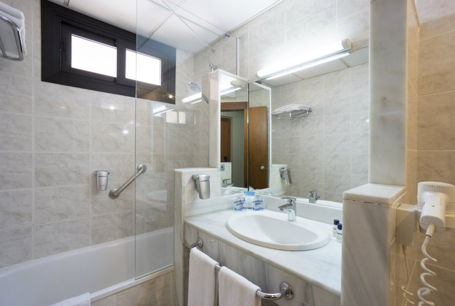 Bathroom Double Med room single use Pez Espada